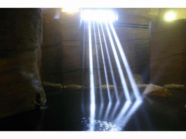 「山湖荘」の源泉かけ流し洞窟温泉と囲炉裏を囲う食事で休日を満喫♡の画像