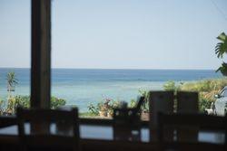 沖縄の隠れ家カフェでのんびりランチはいかが?