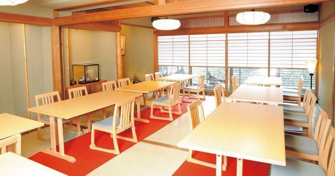 ※写真は「鰻割烹 伊豆栄 本店」の店内です。