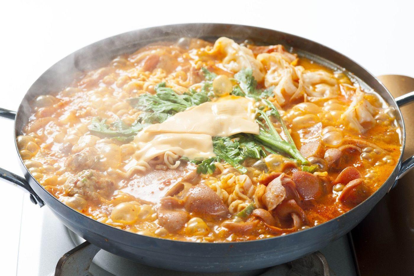 【新大久保】寒い冬は!熱々の韓国鍋を食べてほかほかに温まろう♡の2枚目の画像の画像