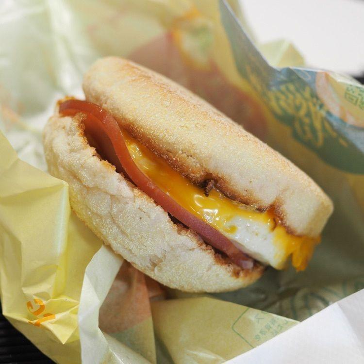 #ハンバーガー #朝ご飯 #マック #マクドナルド #そら #雲 #青空 #aumo #aumoグルメ