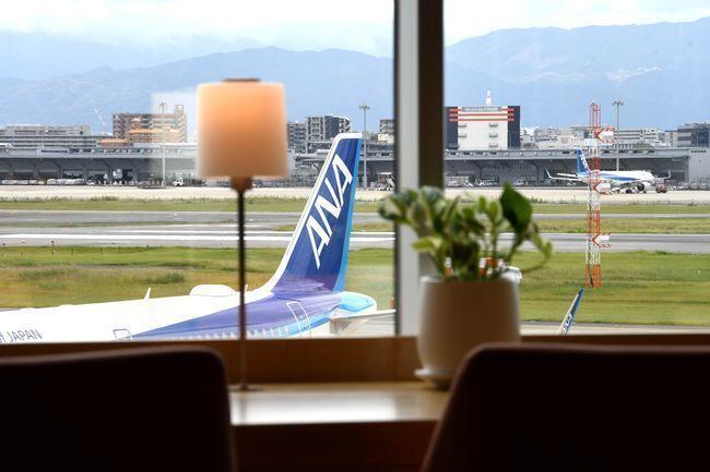 ラウンジは60席!「TSUTAYA BOOKSTORE福岡空港」の画像